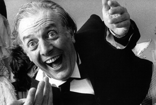 141555855-dario-fo-plays-the-italian-politician-gettyimages