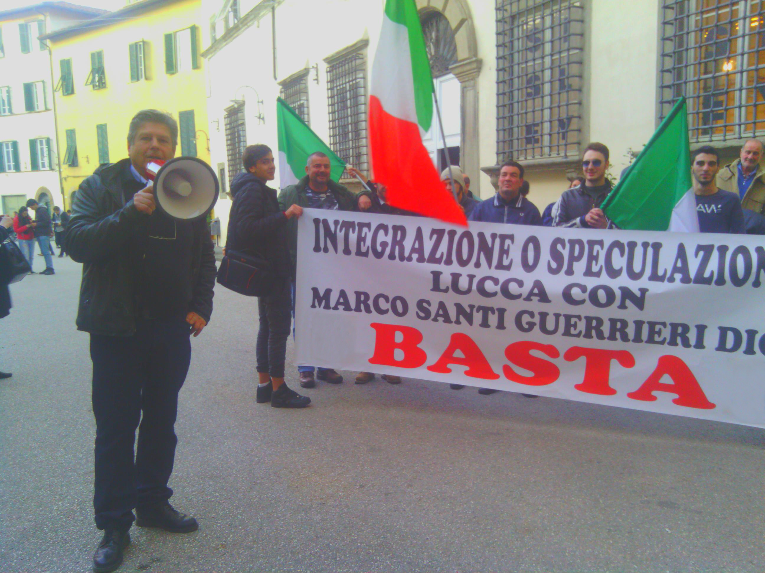 """Fancazzismo e disgraziati """"immigrazione"""" Marco Santi Guerrieri dal 2012 in prima linea"""